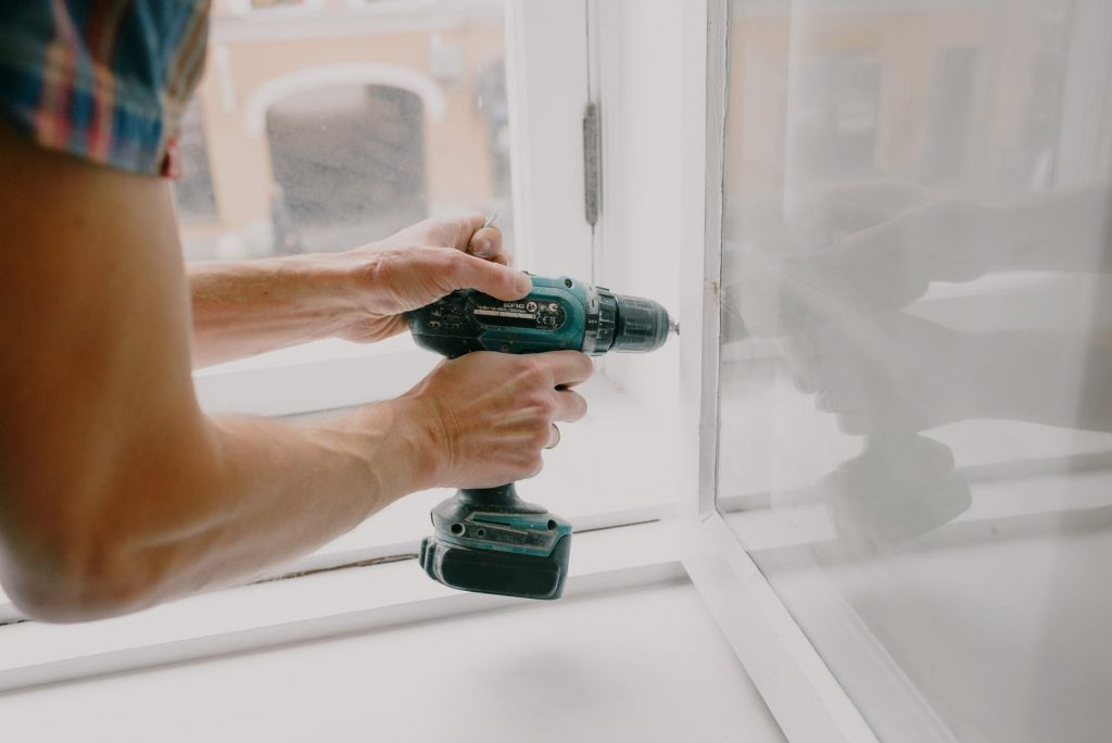 Windows and windows frame repair and servicing